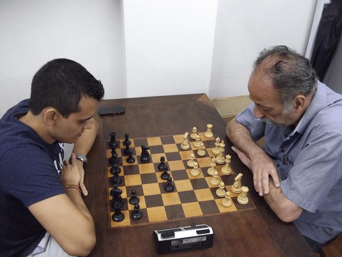 Quinta rodada - Juarez Lima ganhou de Oscar Rueda e manteve-se na primeira colocação