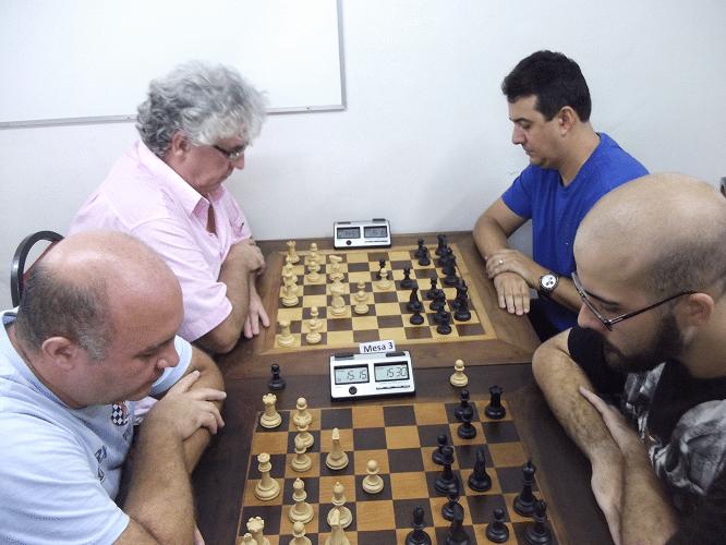 Quinta rodada - Tarcísio Leite foi batido por Renato Werner, que se manteve a meio ponto do líder do torneio. Álvaro Frota ganhou de Estevão Soares