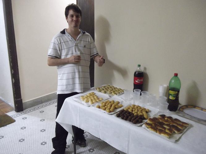 Leo Ramos Simões na ampla sala da boca livre