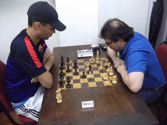 Na mesa 1, Einhorn enfrenta Kemper