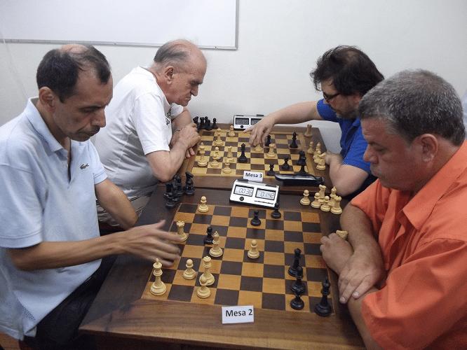 Na mesa 2, Chauca enfrenta Murilo e na mesa 3 Rolim enfrenta Einhorn
