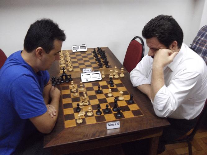 Na mesa 4, Estevão enfrenta Pádua