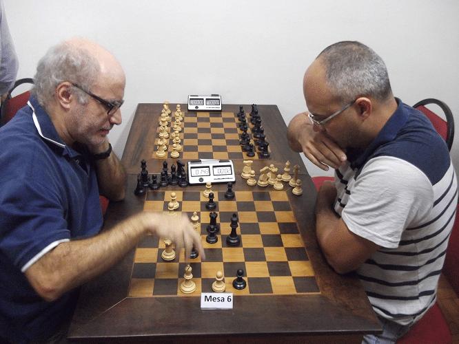 Na mesa 6, Mesquita enfrenta Diógenes