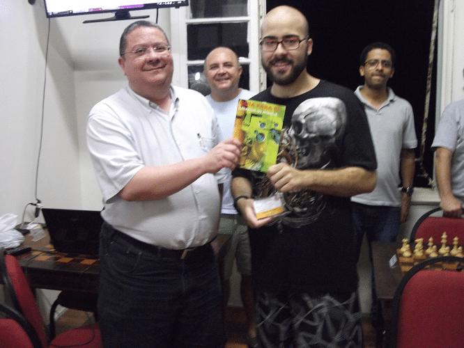 Premiação - Renato Werner recebendo o Livro Prêmio