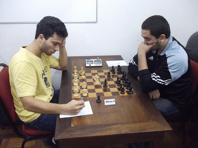 Na mesa 2, a partida Helemberg Cubiça 0 vs 1 Iago Henrique da Silva Souza