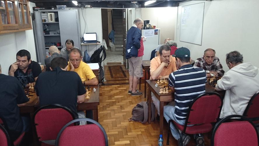 1ª rodada - Vista das partidas desde o fundo da sala