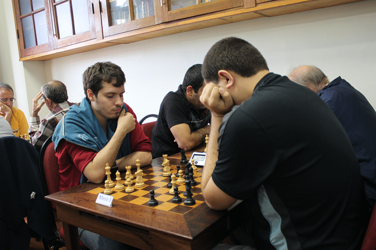 2ª rodada - Leo Ramos Simões perdeu de Iago Henrique Souza, que jogou de negras.