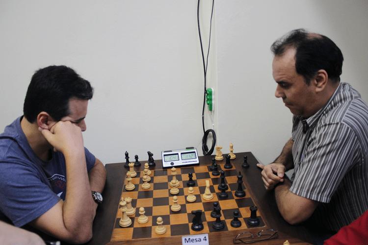 3ª rodada - Luiz Estevão Soares, de brancas, ganhou de David Rabello