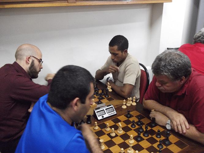 3ª rodada - Paulo Adriano Matozo ganhou de Sérgio Murilo e Renatoi Werner ganhou de Thiago Azevedo