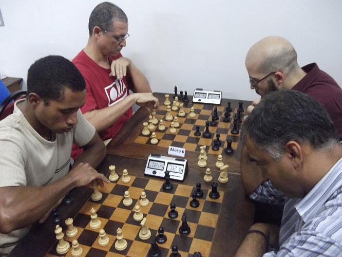 6ª rodada - Thiago Azevedo perdeu de Marcelo Santos Silva e Jeferson Menezes perdeu de Renato Werner
