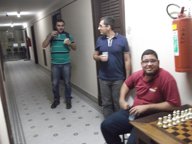 Iago Henrique Souza, Mário Bisneto e Rodrigo Alves Vieira no corredor