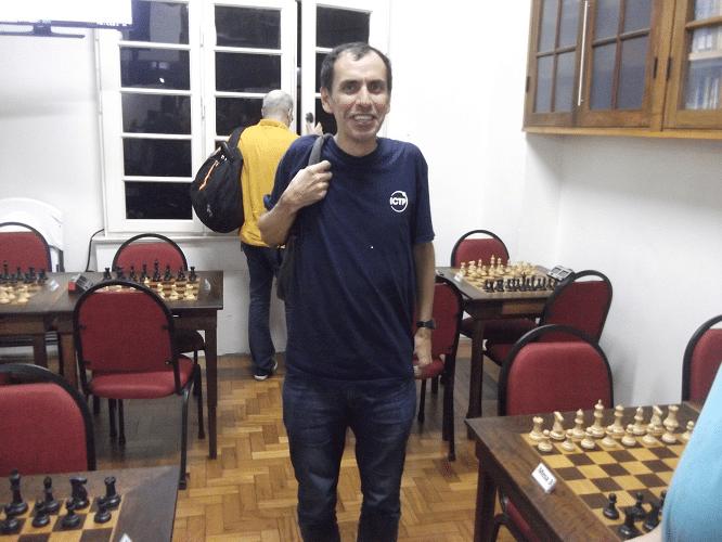 José Luís Chauca, rating 2106, federado pela ALEX, fez 5 pontos e ficou na 9ª classificação