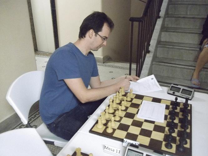 2º rodada - Antonio Marcos Piñón assinando a ficha de afiliação