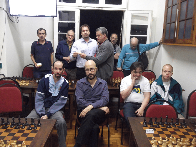 Premiação - Sérgio Murilo entrega para Tarcício Rodrigues o Mini Diploma de Terceiro Colocado do Trovão de Julho