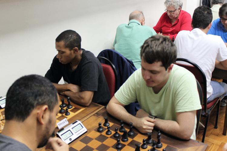 Partidas da 6ª rodada - Flávio Almeida vs Leo Ramos Simões - 1