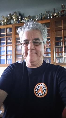 Álvaro Frota orgulhosamente apresenta a nova camisa do clube!