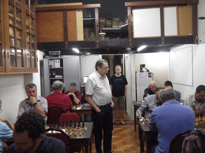 1ª Rodada - Guilherme Von Calmbach e Oscar Weibull observam as partidas