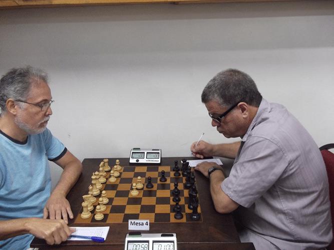 1ª Rodada - Na mesa 4 Emmanuel Alves Pereira e Sérgio Murilo empataram