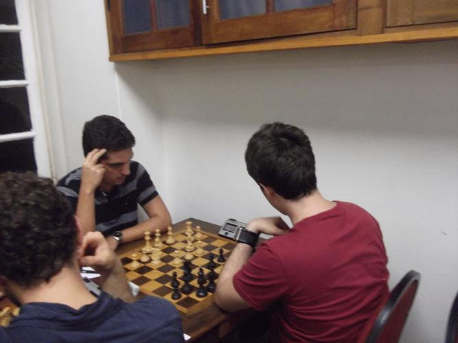 1ª Rodada - Na mesa 8 Eduardo Farias bateu Leo Ramos Simões