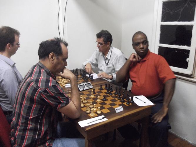 1ª Rodada - Na mesa 9 David Rabello venceu José Carlos Lopos Moreira