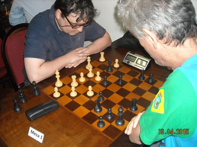 3ª rodada - Na mesa 1, Marcelo Einhorn, de brancas venceu Alberto Mascarenhas