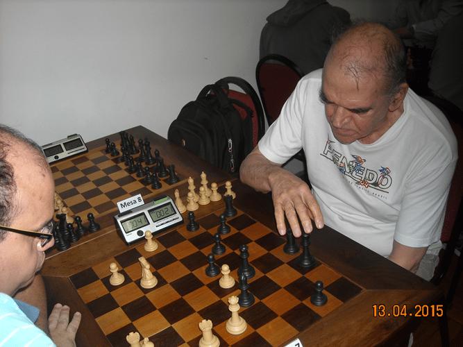 3ª rodada - Na mesa 7, Sérgio Patrício, de brancas, ganhou de Carlos Alves Rolim