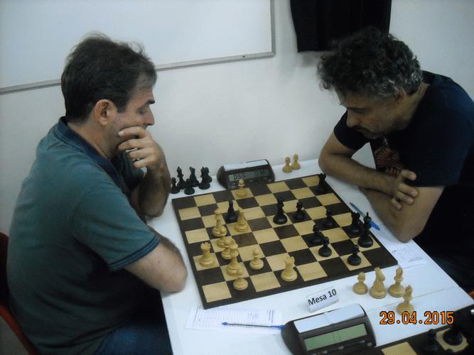 4ª Rodada - Mesa 10 - Paulo Moses Fucs, de brancas, venceu Tadeu Souza Santos