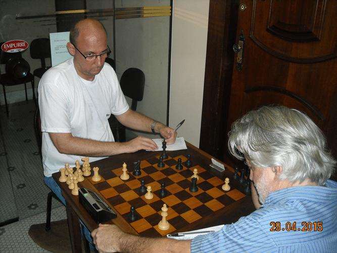 4ª Rodada - Mesa 17 - Luiz Alberto da Luz, de brancas, perdeu para Arnaldo Leite Mesquita