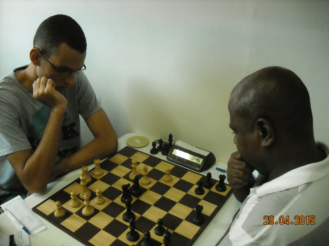 4ª Rodada - Mesa 5 - Ricardo Pereira Vilalba, de brancas, perdeu para Wagner Peixoto Guimarães