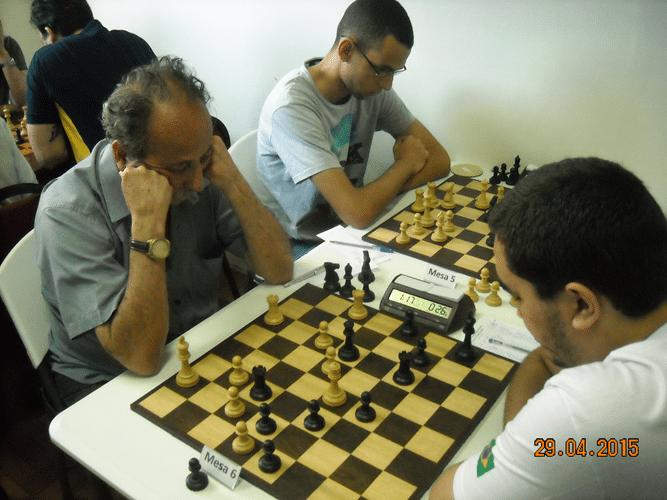 4ª Rodada - Mesa 6 - Juarez Lima, de brancas, perdeu para Iago Henrique da Silva Souza