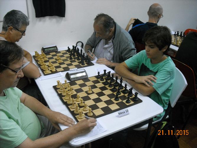 5ª Rodada - Na mesa 10, Hermann Mathou perdeu de Gianluca Jório. Na mesa 11, Jorge Chaves perdeu para Juarez Lima