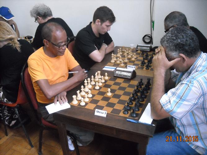 5ª Rodada - Na mesa 3 Roberto Ferreira venceu Wallace Machado