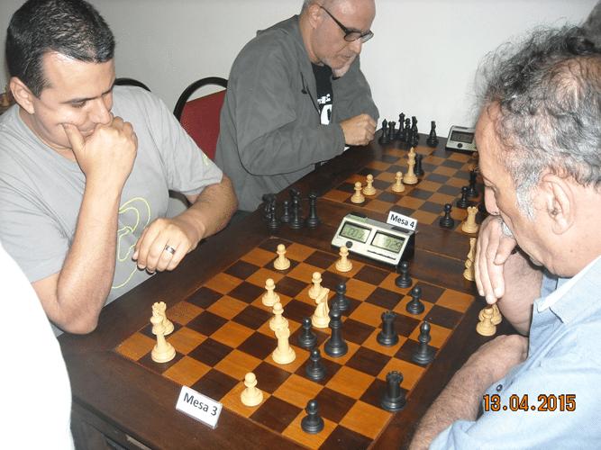 5ª rodada - Na mesa 3, Luiz Estevão Soares, de brancas, perdeu para Juarez Lima