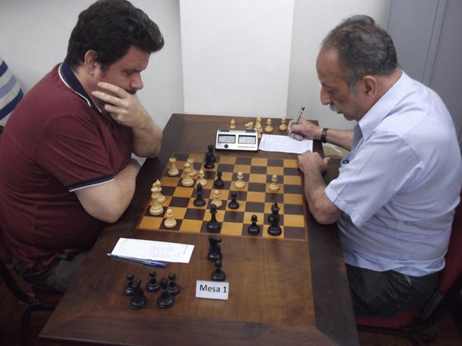 6ª Rodada - Na mesa 1 o campeão Antonio Padua venceu o vice campeão Juarez Lima