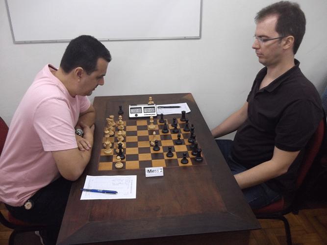 6ª Rodada - Na mesa 2 o terceiro colocado Estevão Luiz Soares venceu Antonio Marcos Piñón