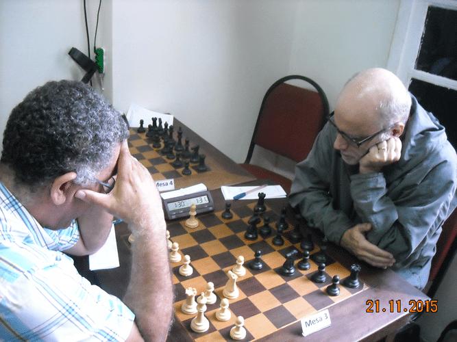 6ª Rodada - Na mesa 3 Roberto Ferreira venceu José Carlos Mesquita