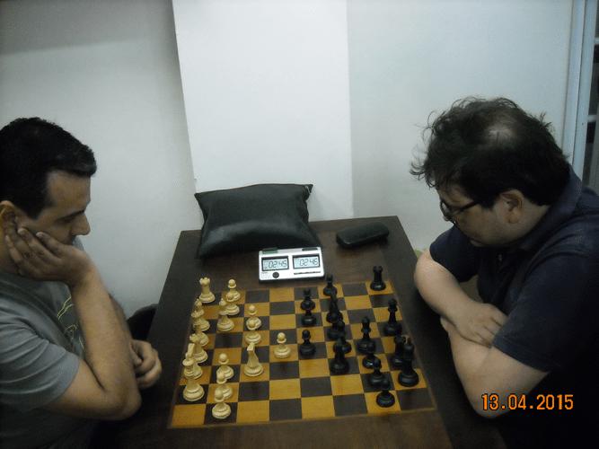 8ª rodada - Na mesa 1, Luiz Estevão Soares venceu, de brancas, Marcelo Einhorn