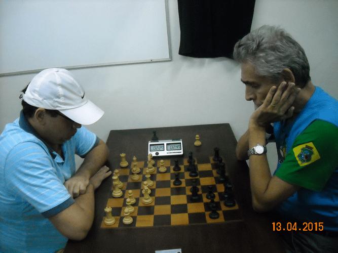 8ª rodada - Na mesa 2, Sérgio Patrício perdeu, de brancas, para Alberto Mascarenhas