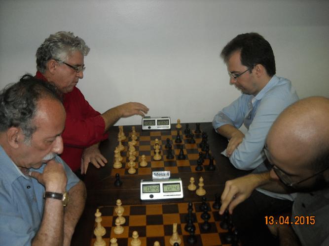8ª rodada - Na mesa 3, Juarez Lima perdeu, de brancas, para Renato Werner. Na mesa 4, Álvaro Frota, de brancas, venceu Antonio Marcos Piñón
