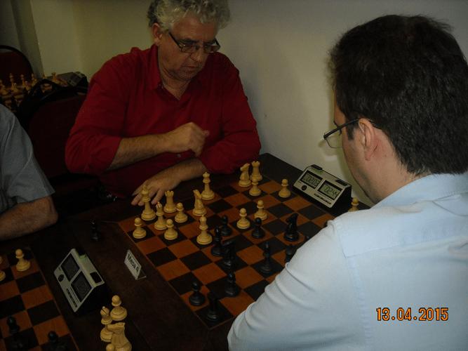 8ª rodada - Na mesa 4, outra visão da partida entre Álvaro Frota e Antonio Marcos Piñón