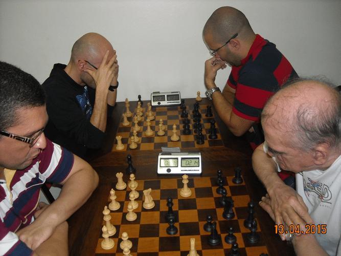 8ª rodada - Na mesa 5, Almir Souza de Almeida, de brancas, venceu Carlos Alves Rolim. Na mesa 6, Francesco Noseda, de brancas, venceu Rafael Graciano