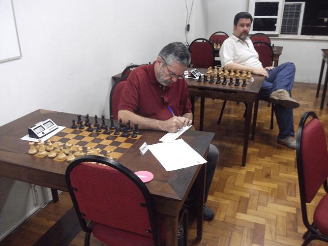 Mais Fotos - Luiz Sérgio Tiomno assina sua ficha de afiliação observado por Antonio Padua