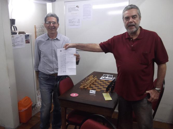 Mais Fotos - Luiz Sérgio entrega a ficha de afiliação para Antonio Elias