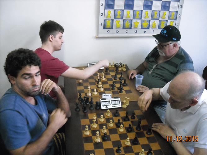 1º Rodada - Mesa 5 - Daniel Faria ganhou de Carlos Rolim - Mesa 6 - Leo ganhou de Henrique Mangini