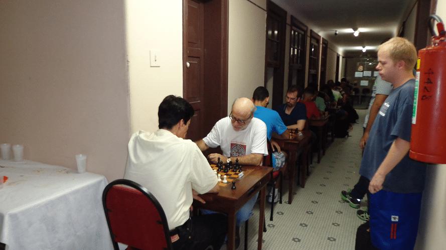 11 - O torneio começa no corredor