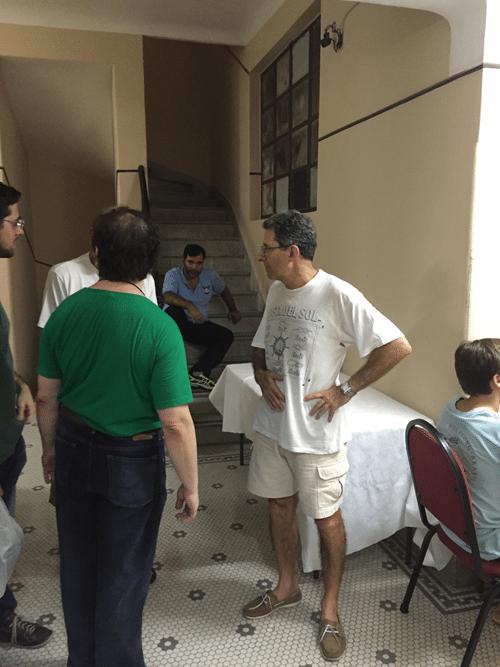 13 - Antonio Elias decidindo a hora de servir o bolo