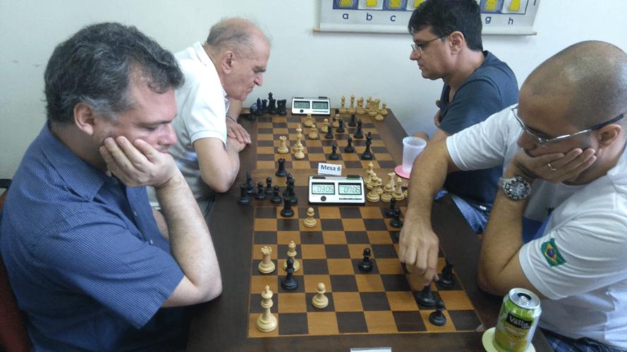 2º Rodada - Mesa 5 - Job Rodrigues ganhou de Rafael Graciano - Mesa 6 - Carlos Alves Rolin ganhou de Rogério Pereira