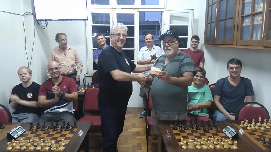 Premiação - Álvaro recebe de Mangini o Terceiro Lugar