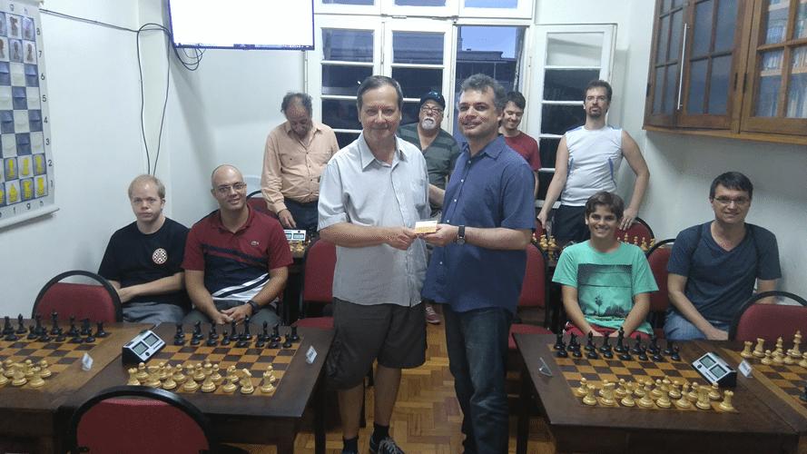 Premiação - Job Rodrigues entrega a Hermann o Campeão Veterano