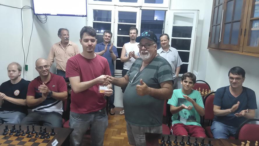 Premiação - Leo entrega o Honra ao Mérito para Mangini